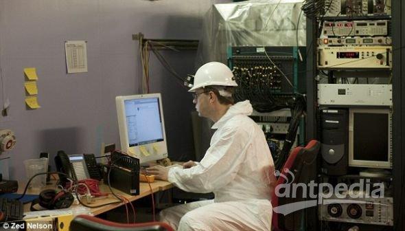 分析暗物质探测器获取的数据