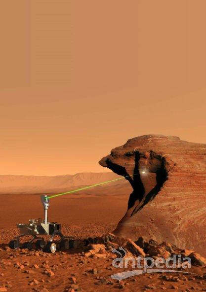 """""""好奇""""号携带的仪器ChemCam能够利用激光蒸发30英尺(约合9米)外的岩石。3台光谱摄制仪负责对蒸发的岩石成分进行分析"""